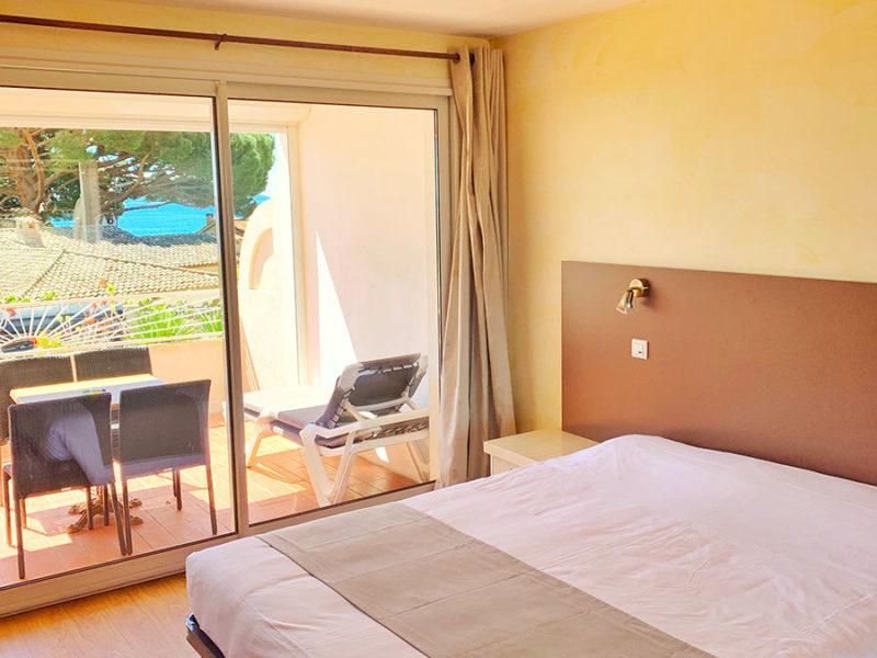 Chambre de l'hôtel Beau Soleil au Lavandou